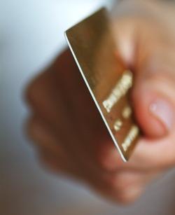 Вино и коньяк – владельцам дебетовых и кредитных карт