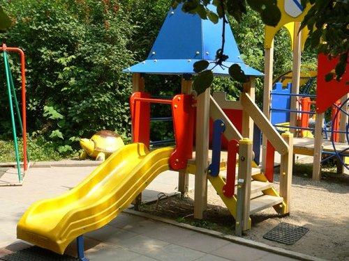 В Коломне по требованию Госадмтехнадзора привели в порядок детскую площадку