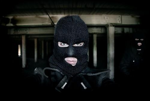 Пятеро в масках ограбили вещевой рынок