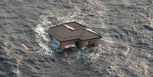 дом в воде, разлив, паводок
