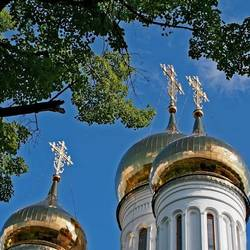 Освящение новых крестов в Бобрненевом монастыре