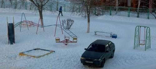 парковка детская площадка автомобиль