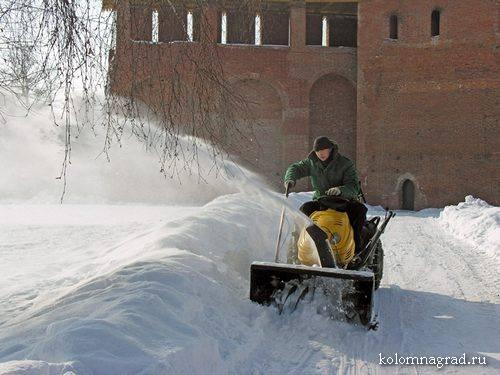 Уборка снега кремль зима