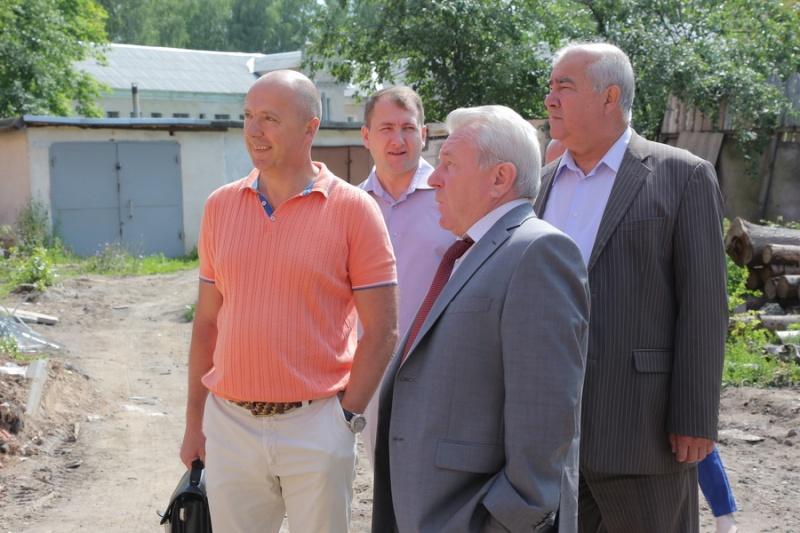 Руководитель администрации проинспектировал строительство детского сада