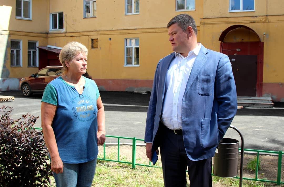Мэр Коломны: В начале июля вместе с жительницей дома 9 по улице Дзержинского Любовью Чикуновой осм… #Коломна