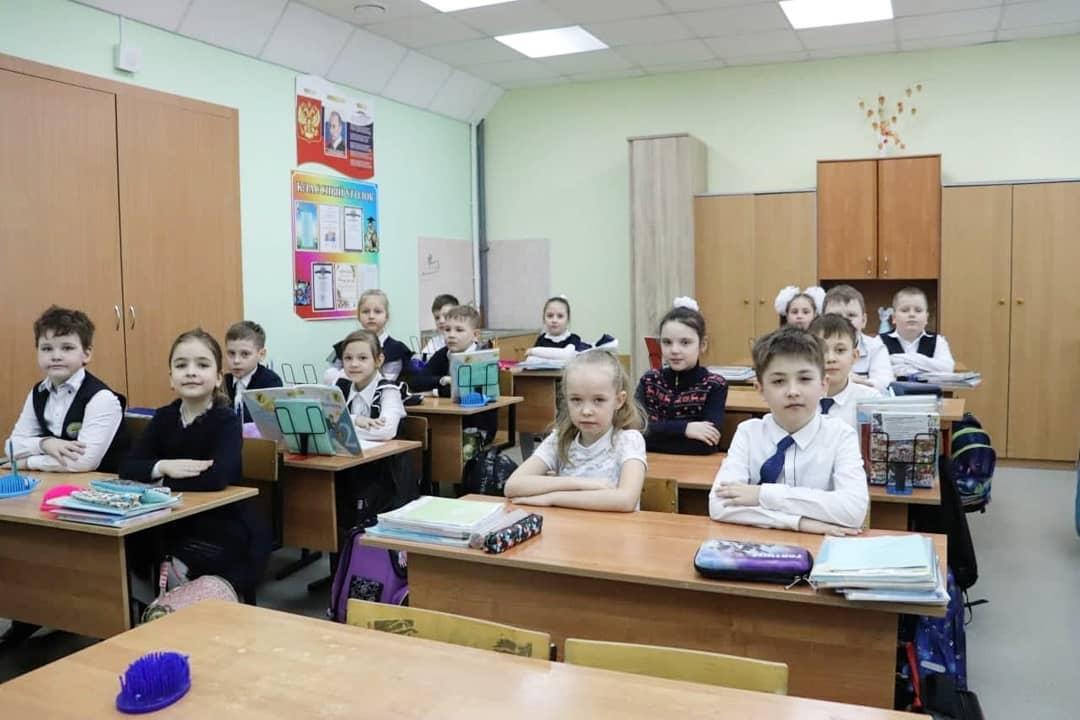 Мэр Коломны: Школа № 2 в Озёрах не так давно отметила 105-летний юбилей. Эту дату образовател... #Коломна